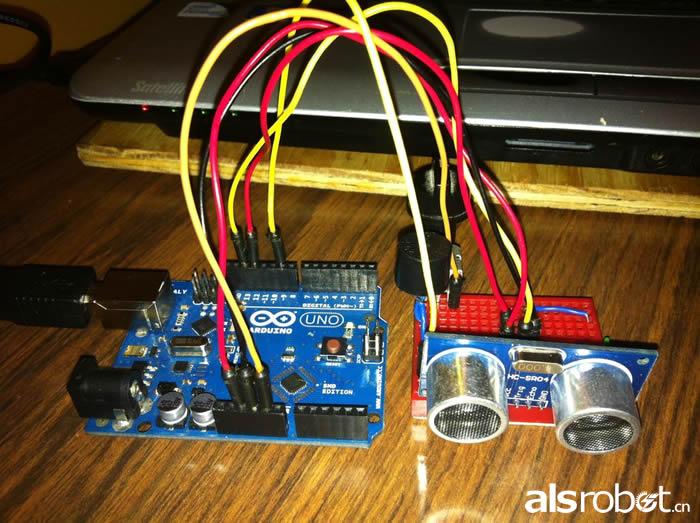 采用了arduino uno,超声波传感器以及蜂鸣器等元件.