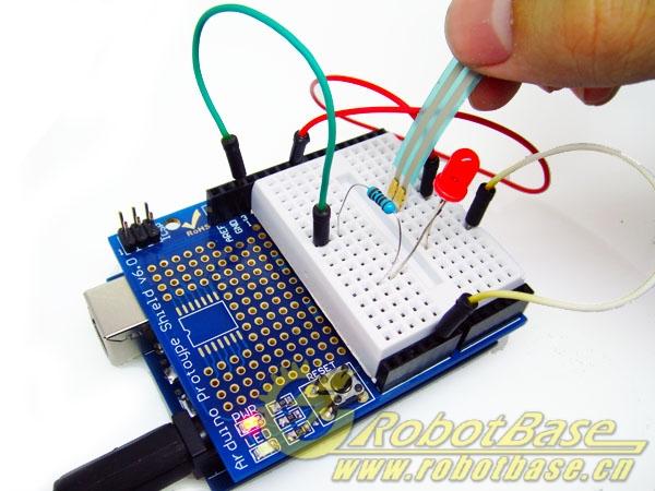 可使用arduino原型扩展板搭建简单实验电路