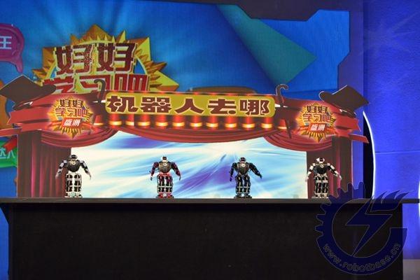 哈尔滨奥松机器人于欣龙为好好学习吧带来的机器人去哪儿群舞