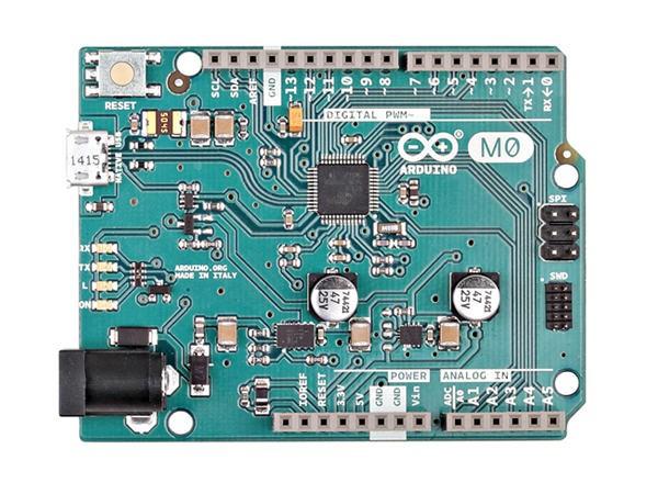 图8:Arduino M0 Arduino LilyPad是Arduino一个特殊版本,它是为可穿戴设备和电子纺织品而开发的。Arduino LilyPad的处理器核心是ATmega168或者ATmega328,同时具有14路数字输入/输出口(其中6路可作为PWM输出,一路可以用来做蓝牙模块的复位信号),6路模拟输入,一个16MHz晶体振荡器,电源输入固定螺丝,一个ICSP header和一个复位按钮。